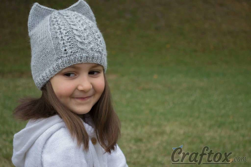 bd336a47905 by Craftox Knit cat ear hat. Free pattern.
