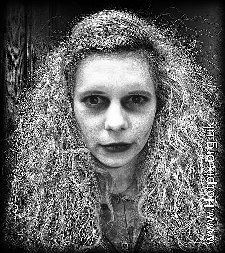 fringe,2012,fringe2012,horror,lady,woman,girl,scary,edinburgh,tattoo,performer,performers,jack,ripper,tale,different,device,theatre,co,company,scotland,actor,actors,b/w,black,white,blackandwhite,tonysmith,HDR,portrait,face,eyes,look,thelook,mono,monochrome,@hotpixuk