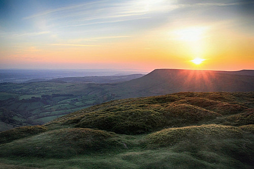 blackmountains breconbeacons nationalpark wales welsh southwales countryside rural nature scenic scenery outside outdoor landscape sun sunshine morning sunrise