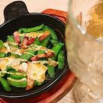 枝豆じゃ…ないだと? しごおわ おつかれ #GUSTO #ガスト #白ワイン #ワイン #デキャンタ #ワイン #wine #スナップエンドウとベーコンのオーブン焼き