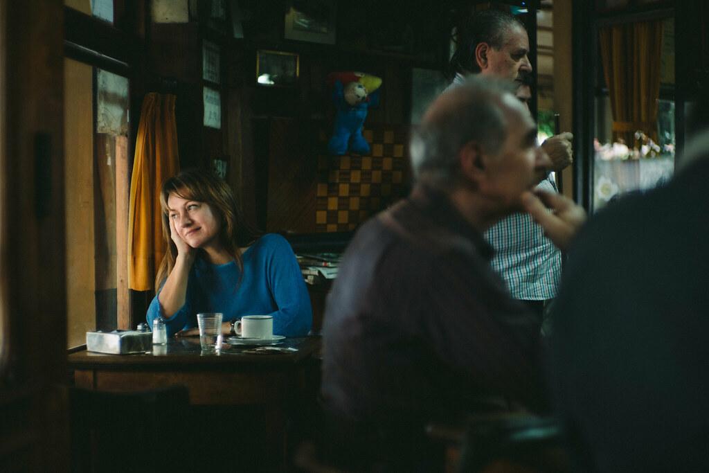 Viviana en el Café de García, en Villa Devoto  | Portrait in
