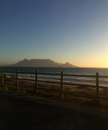 tablemountain capetown southafrica westerncape scenery scenic sunset dusk mountain sea ocean water sand fence waves orange blue sky 2017 iphone iphonography iphonese