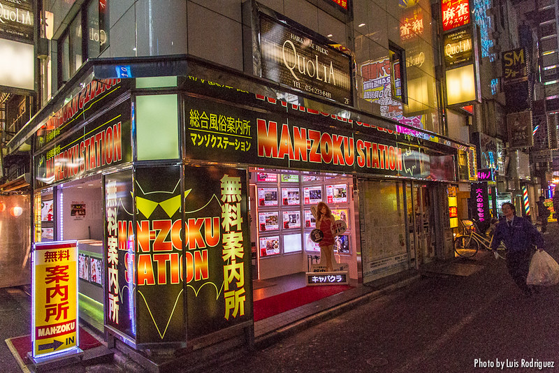 Establecimientos de información para adultos en barrios como Kabukicho
