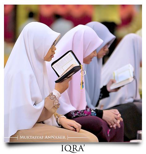 muslim islam hijab muslimah recite malaysia quran banat tudung solehah hejab alquran kualakubu jubah kerudung iqra khatamalquran darulquranjakim flowersofislam annamir abadaniell darulquran iluvislam muktasyaf اقراء