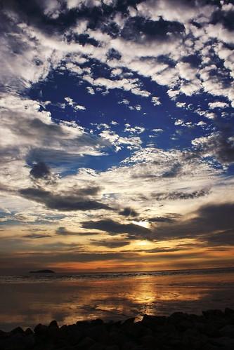 sea cloud sun beach canon evening pontian 40d