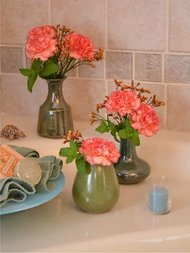 Flowers for the bathroom vanity — Carol Caggiano, AIFD, PFCI | by Flower Factor