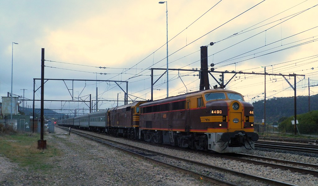 6L54 waits at Lithgow 8/10/12 by Flying Donkey