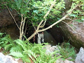 Remontée du Haut-Velacu : passage sous le bloc coincé