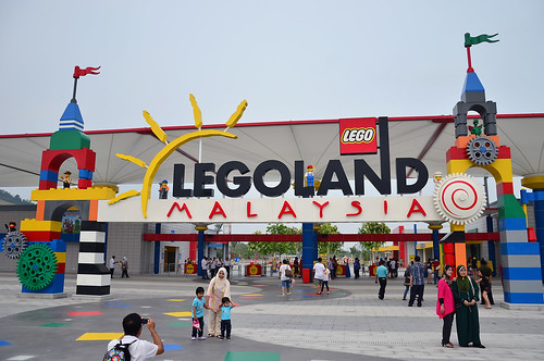 Legoland Malaysia | Entrance to Legoland Malaysia | Kelvin ...