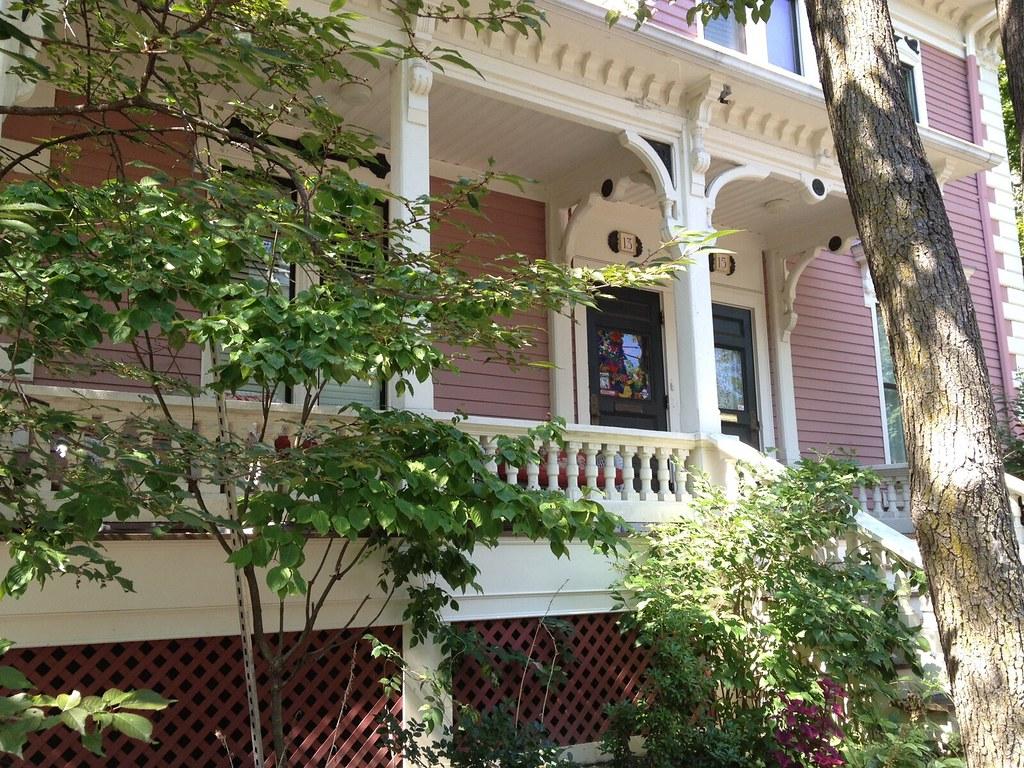 Avon Hill - Humboldt Street entrance, Cambridge, MA