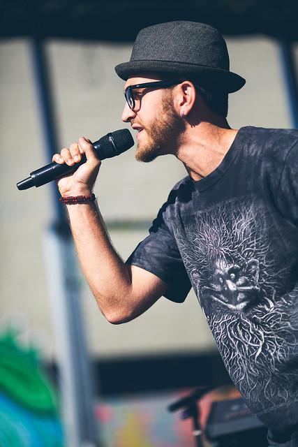 Beardo Singer Hottie