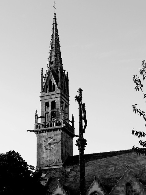 Church and cross - Plouguin