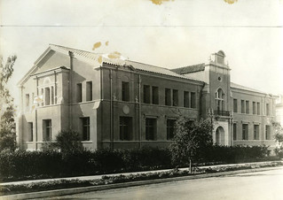 Crookshank Hall of Zoology, built in 1923