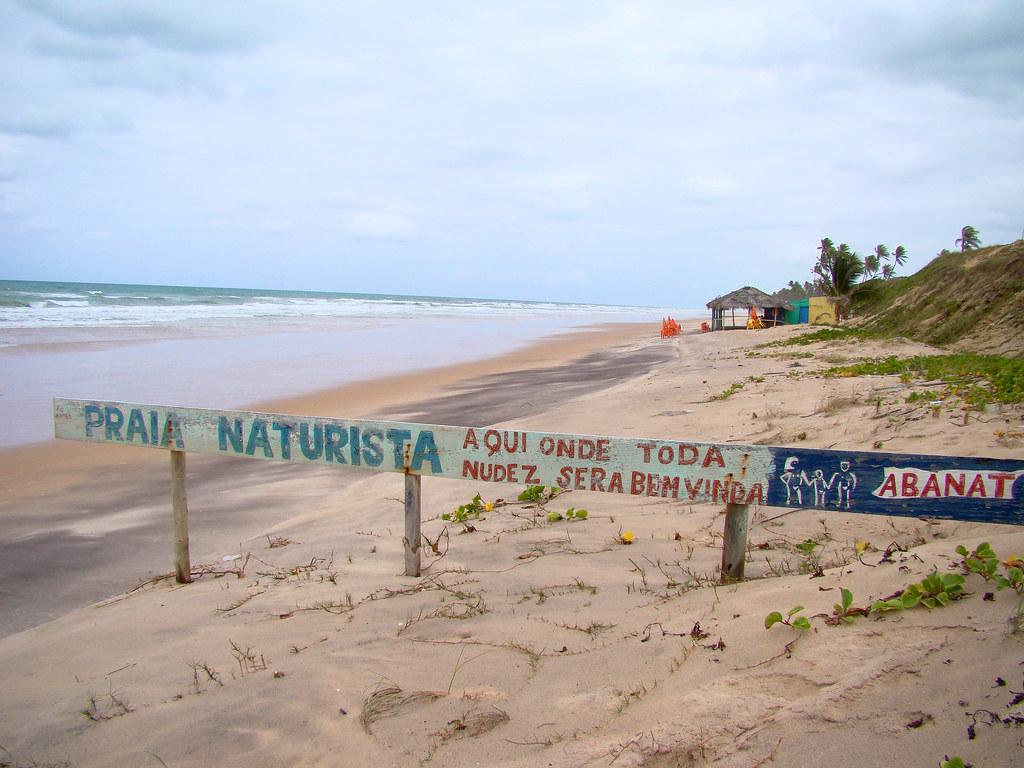 Massarandupió, playa nudista en Brasil