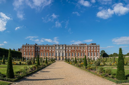 garden path summer sigma1750f28exdcoshsm palace hamptoncourt tree d7100 statue flowers shadows clouds historic tourist nikon england henryviii royal regal privygarden