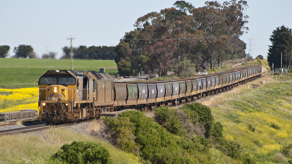 XR555 and G528 at Moorabool by michaelgreenhill