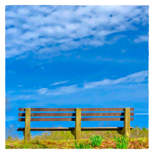 2018 large bench bluehillsreservation sky 0418 monday milton massachusetts unitedstates us