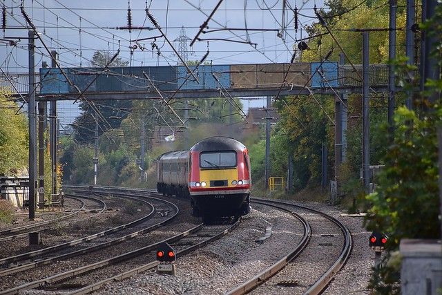 Virgin Trains HST 43319 tnt with 43316 negotiates the bend approaching Hitchin at speed, with the 13.08 London Kings Cross to York service.  11 10 2017