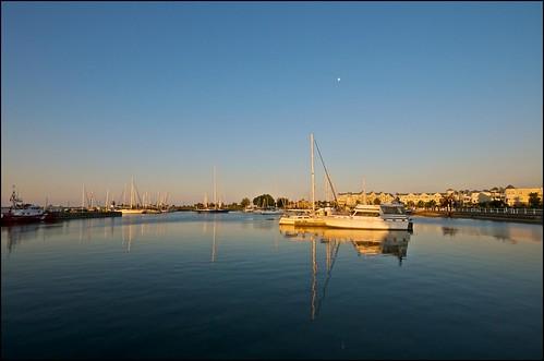 ontario marina sunrise lakeontario cobourg morningmoon heritageharbour