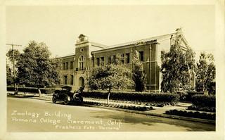 Postcard of Crookshank Hall of Zoology