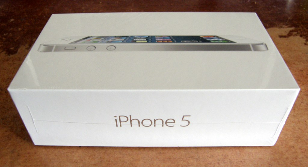 iPhone 5: Box | My new iPhone 5  It is the white and silver