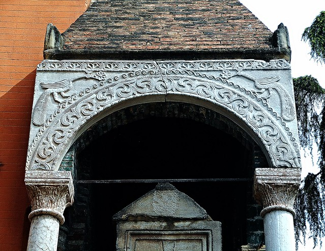 Detail of the sepulchre of the jurist Egidio Foscherari (1289) at Bologna, with two peacocks, resurrection's symbol
