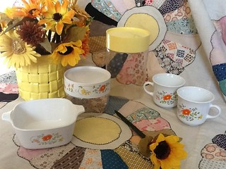 """Pyrex canisters are now on my love list - 1 qt Store 'N' See container """"Wildflowers"""""""