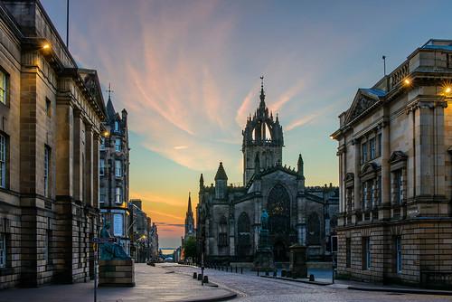 uk morning sunrise dawn scotland edinburgh day sunday stgilescathedral royalmile highstreet pwpartlycloudy