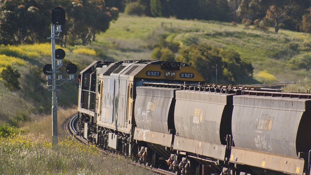 XR554 and G527 at Bell Post Hill by michaelgreenhill