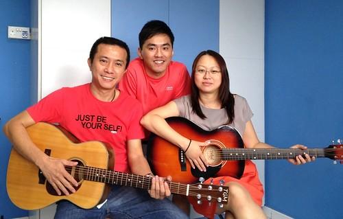 Beginner guitar lessons Singapore Lionel Alicia
