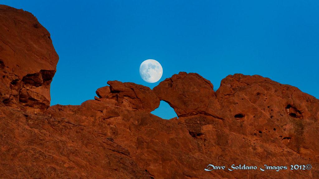 Moon Over Kissing Camels Garden Of The Gods Colorado Spr