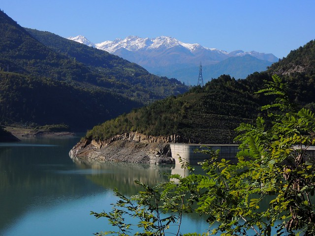 The reservoir above Borçka by bryandkeith on flickr