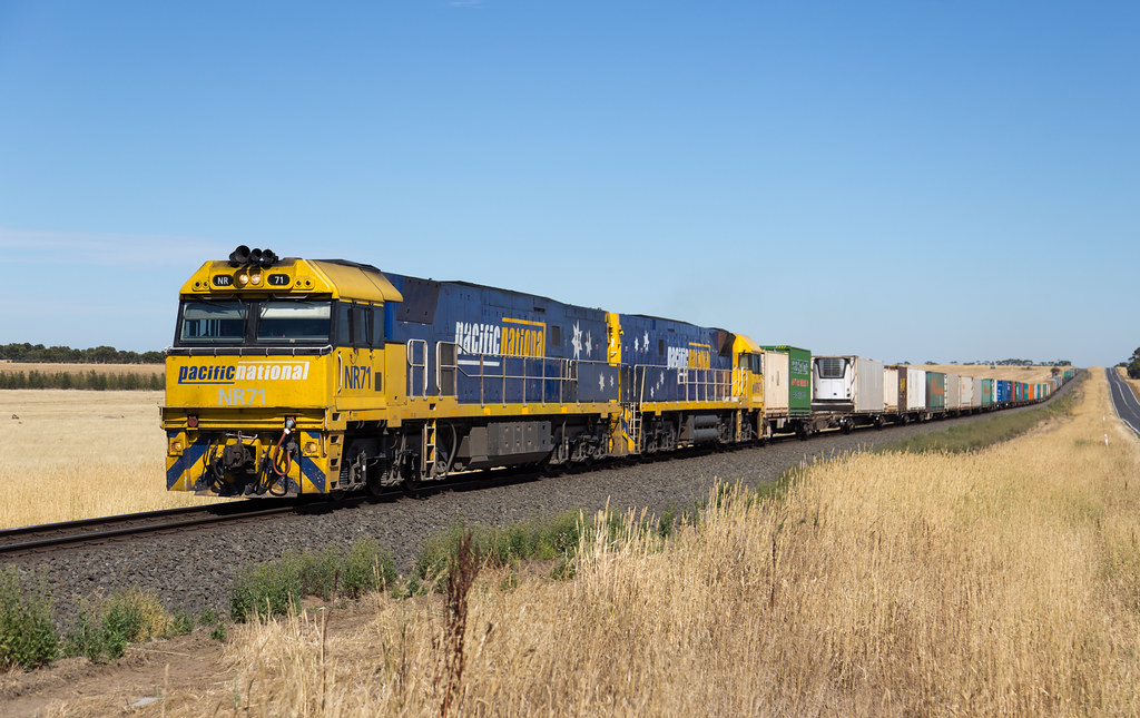 NR71 at Wingeel by michaelgreenhill