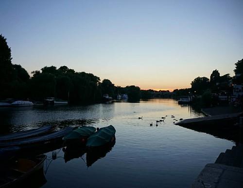 london richmond richmondriverside river riverthames sunset bluehour calm peaceful serene uk hiddenlondon hiddengem prettylittlelondon boats