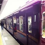 小豆色の電車
