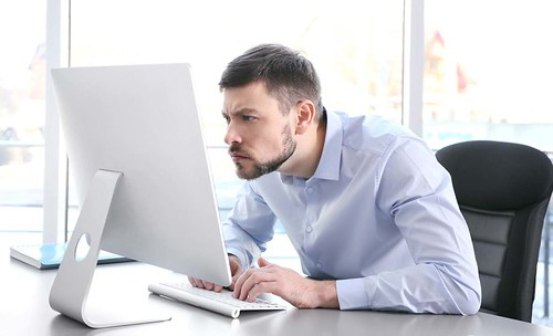 Consigli di prevenzione davanti a computer e tablet