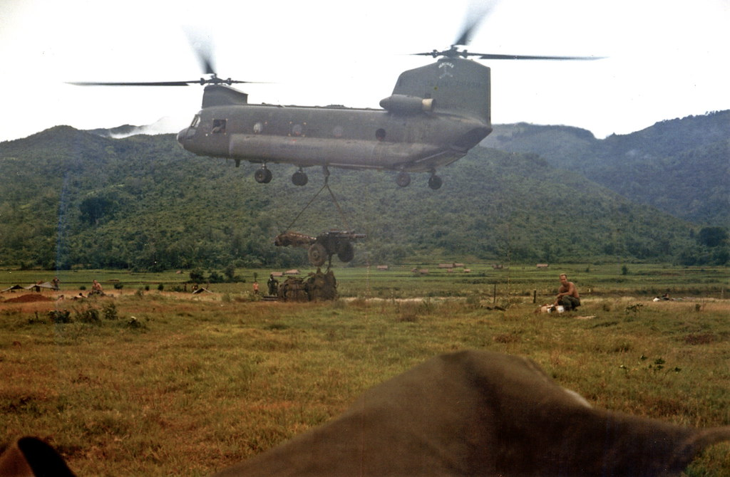 1968 – CH-47 Chinook maneuvering with 105mm gun at Special