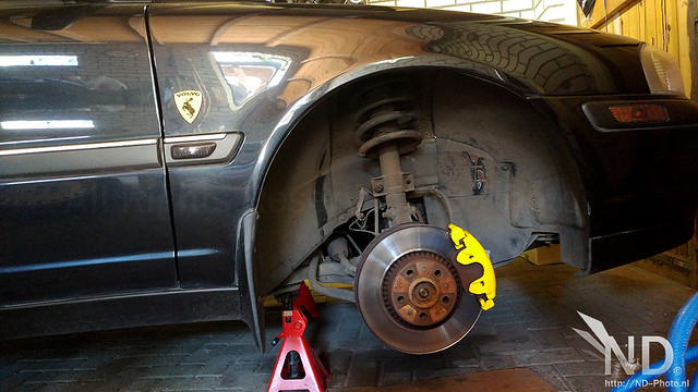 Volvo S80 2.4T Painting the Brake Calipers Daytona Yellow