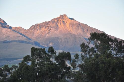 illinizanorte illiniza volcano sunrise alpenglow landscape chuquiragualodge avenueofthevolcanoes ecuador southamerica mountains andesmountains