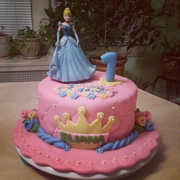 Awe Inspiring Disney Princess Girl First Birthday Cake Carolina Pauta Flickr Funny Birthday Cards Online Alyptdamsfinfo