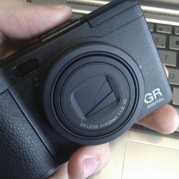 hello old friend - three years after my dear ricoh grd1 broke, I got myself a grd4!