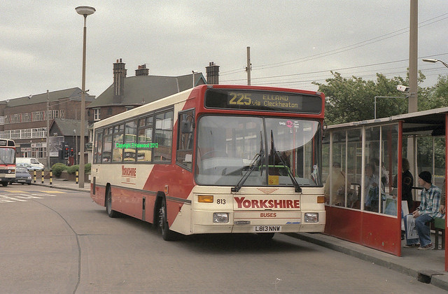 Yorkshire Buses 813 (L813NNW)