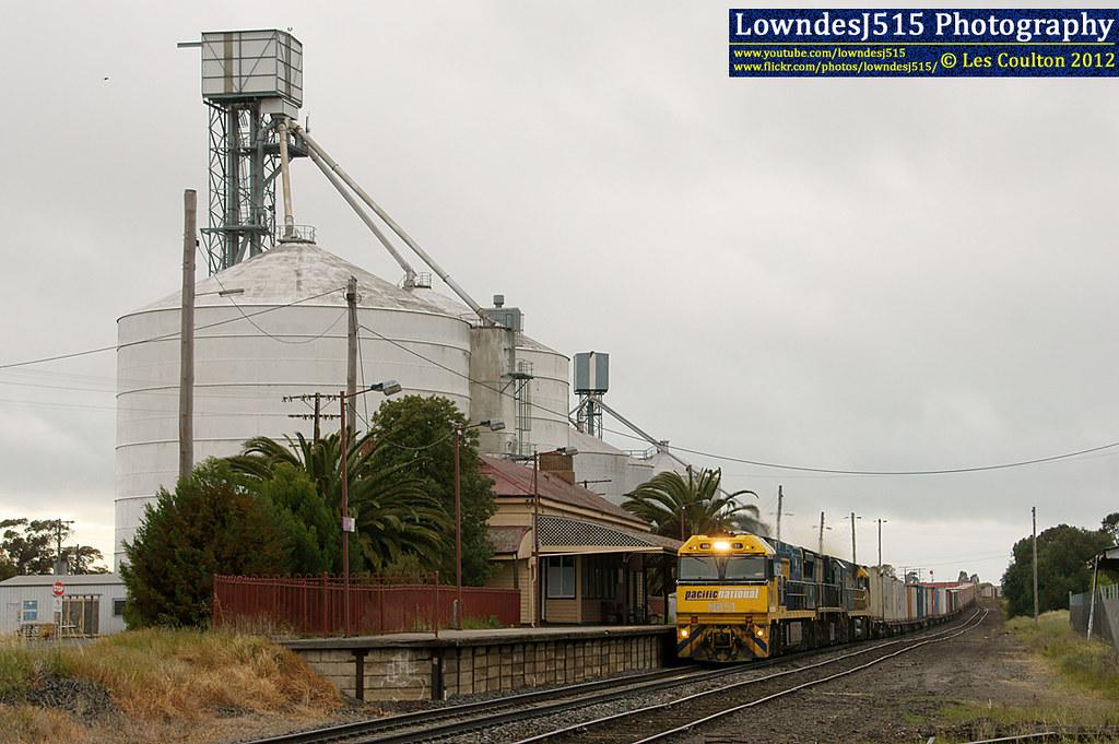 NR51, XRB561 & NR54 at Nhill by LowndesJ515