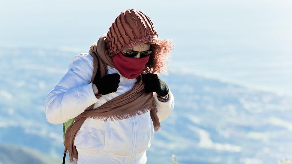 Donna vestita da inverno