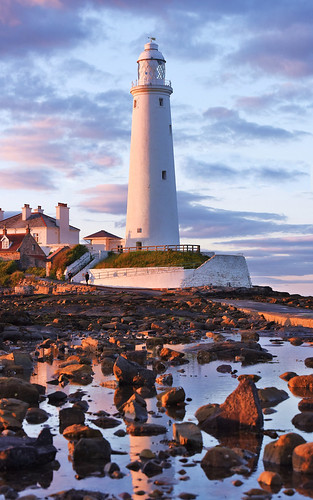 evening glow sunset dusk building siling protection light maritime coast sea ocean danger structure whitley bay northumberland nikon angela wilson