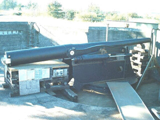 Gun arms in place, 10.2004