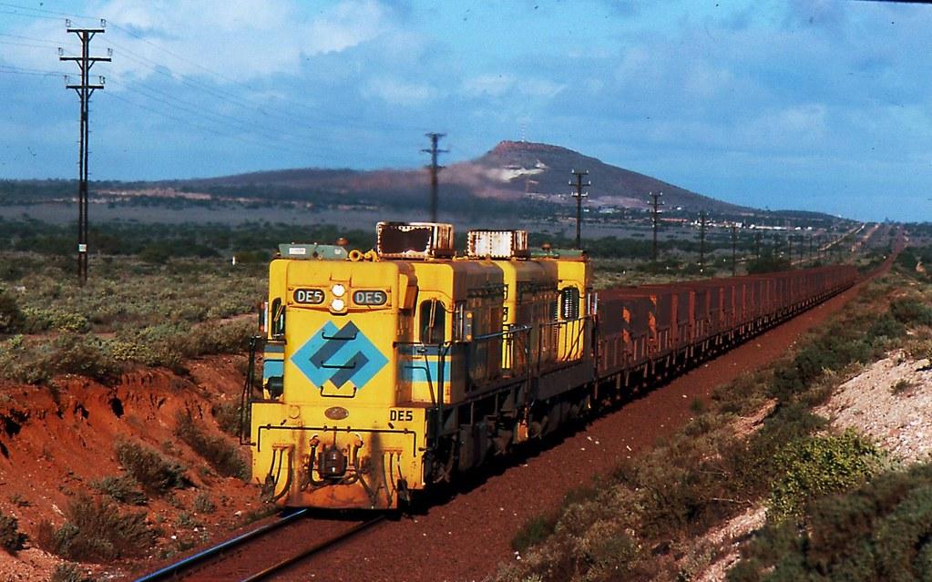 DE5 and DE3 on Empty ore train by Rodney Gaulke