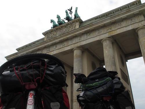 Sortint per la porta gran, Berlin (Alemanya) | by per un plat de pinyons