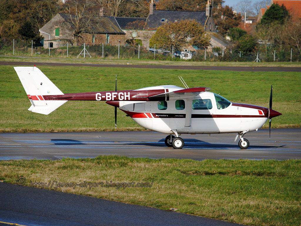 G-BFGH Reims/Cessna F337G Super Skymaster | G-BFGH Reims/Ces