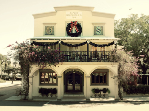 christmas xmas building architecture restaurant italian florida balcony naples 1919 decor campiello swfl oldnaples themercantilebuilding campiellonaples
